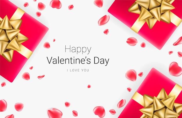 Fundo festivo do dia dos namorados. caixas de presente realistas com laço dourado e pétalas de rosa vermelhas em fundo cinza. .
