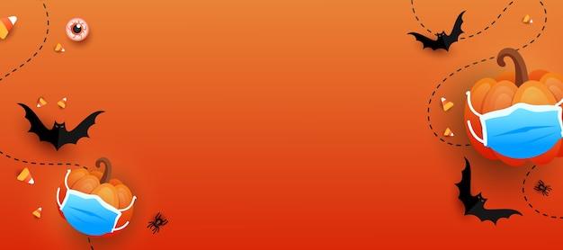 Fundo horizontal da tendência feliz dia das bruxas. doce ou travessura de abóbora com máscara médica protetora, morcegos, olhos, doces coloridos em fundo gradiente laranja. conceito assustador de halloween.