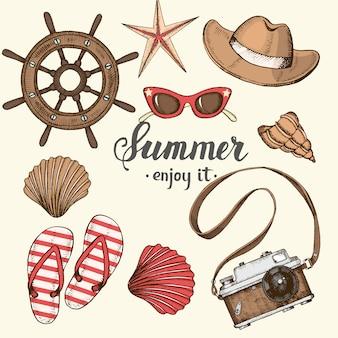 Fundo vintage de verão com mão desenhada objetos e símbolos de verão. desenho, letras.