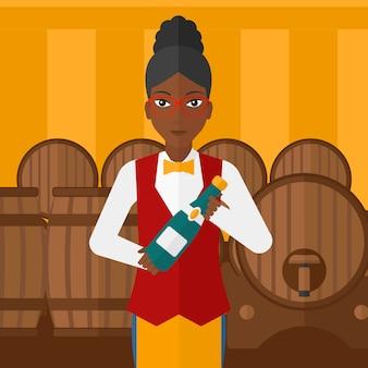 Garçonete, segurando a garrafa de vinho