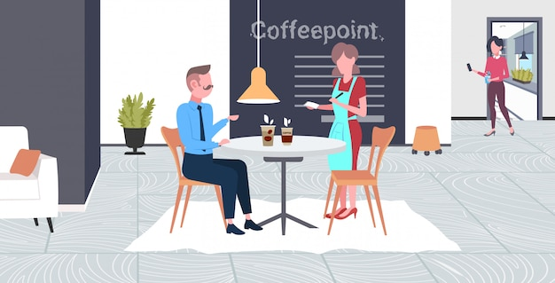 Garçonete, tendo, ordem, de, empresário, visitante, café, trabalhador, em, avental, servindo, bebidas, para, homem, tendo, tempo negócio, conceito, café moderno, ponto interior, comprimento total