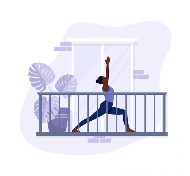 Garota afro-americana faz exercícios na varanda, exercícios de ioga e relaxa. estilo simples em cores violetas.