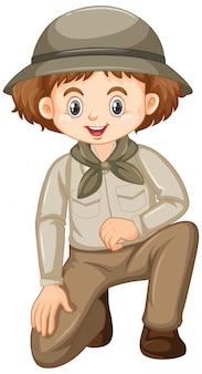 Garota com roupa de safari, sentado em um joelho