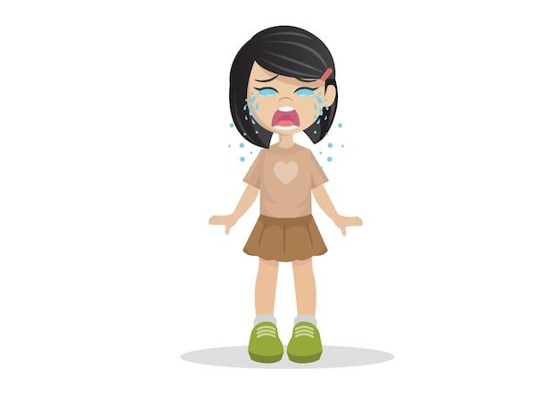 Garota de pé chorando.