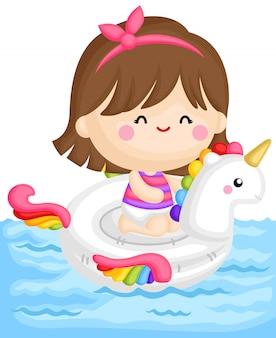 Garota em flutuador de unicórnio