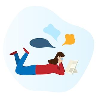 Garota está lendo um livro e deitado no chão.