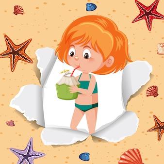 Garota feliz bebendo suco de coco