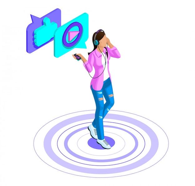 Garota ouve música, assiste vídeo, coloca curtidas em um smartphone, redes sociais, videogames reivindicados, comunicação na internet