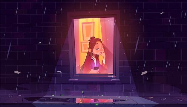 Garota solitária infeliz com smartphone pela janela em casa à noite chuvosa.