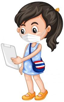 Garota usando máscara usando tablet