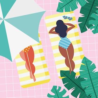 Garotas se bronzeando na piscina