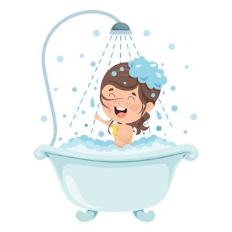 Garotinho engraçado tomando banho