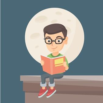Garotinho, lendo um livro no telhado da casa