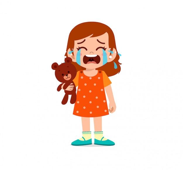 Garotinho triste, menino e menina choram alto
