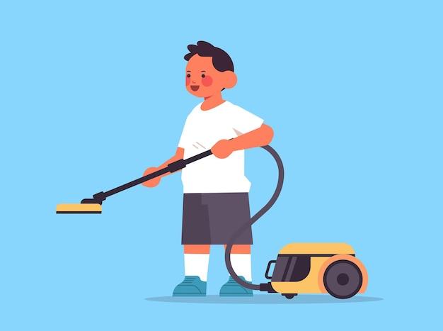 Garotinho usando aspirador de pó, limpeza de conceito de infância, ilustração vetorial horizontal de comprimento total