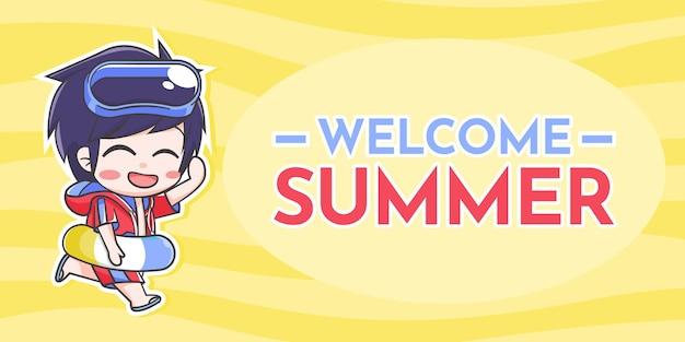 Garoto bonito com acessórios de verão e texto de boas-vindas ao verão sobre fundo ondulado amarelo claro e escuro