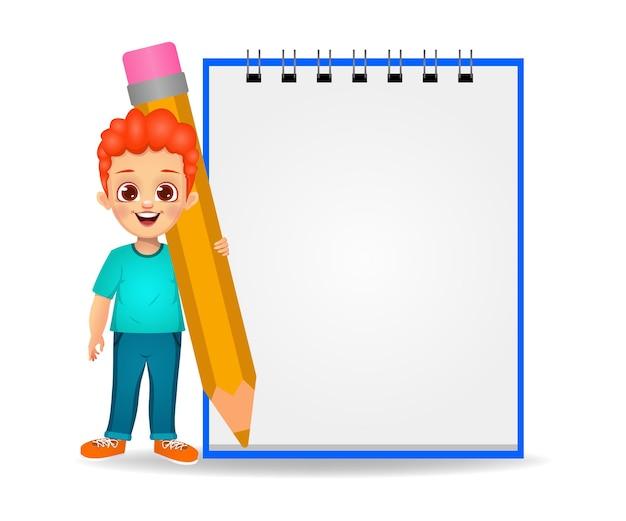 Garoto bonito mostrando um registro em branco segurando um lápis