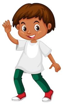 Garoto bonito na camisa branca e calça verde