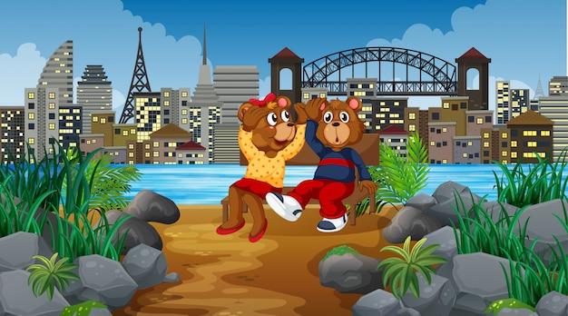 Garoto bonito ursos na cena da cidade