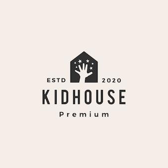 Garoto crianças casa hipoteca em casa telhado arquiteto hipster logotipo vintage icon ilustração