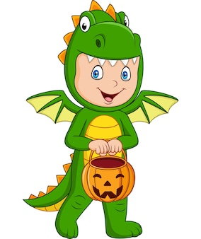 Garoto de desenhos animados com fantasia de dragão de halloween