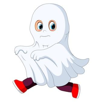 Garoto em uma fantasia de fantasma correndo