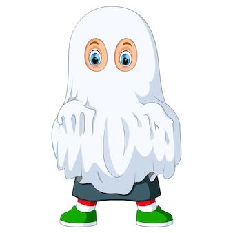 Garoto fantasiado de fantasma para o halloween