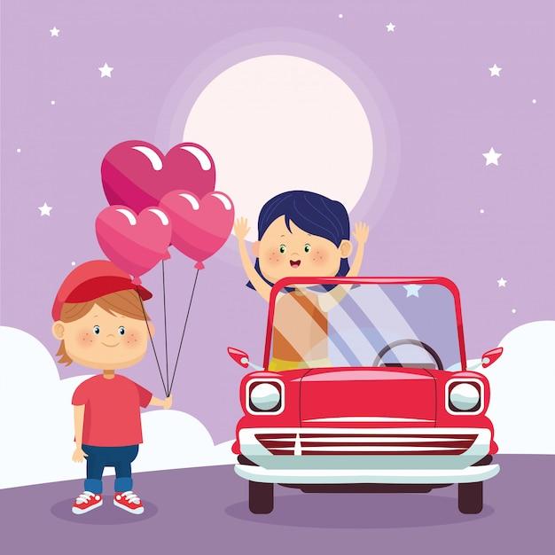 Garoto feliz, dando corações balões para menina em um carro