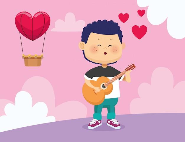 Garoto feliz tocando violão e cantando sobre balão de ar quente com forma de coração