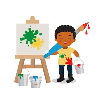 Garoto fofo com pincel grande na aula de pintura