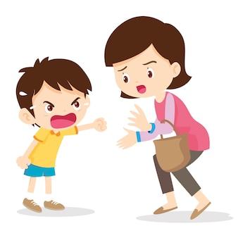 Garoto gritando com raiva com a mãe