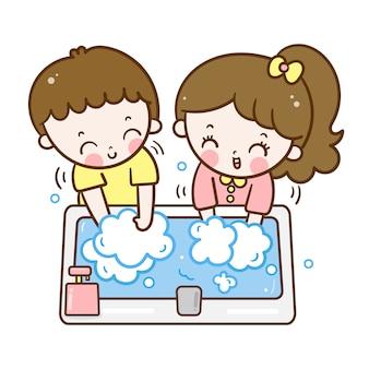 Garoto lavando as mãos menino e menina dos desenhos animados