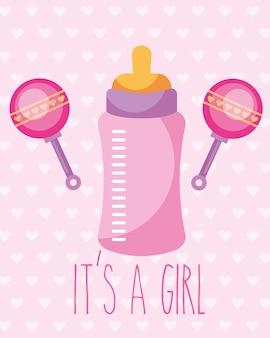 Garrafa de alimentação rosa e chocalhos brinquedo é um cartão de menina