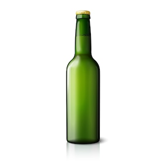 Garrafa de cerveja realista verde em branco