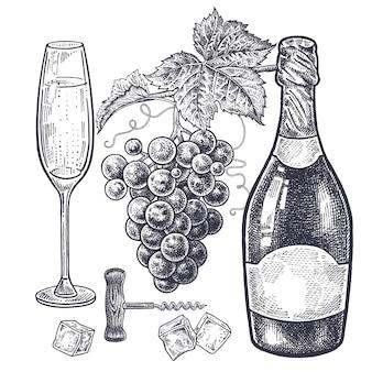Garrafas com champanhe em taça de vinho com bebida em fatias de gelo e saca-rolhas
