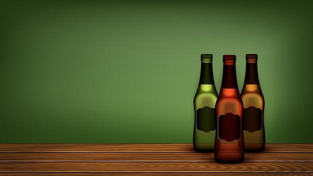 Garrafas de cerveja na prateleira de madeira copyspace vector