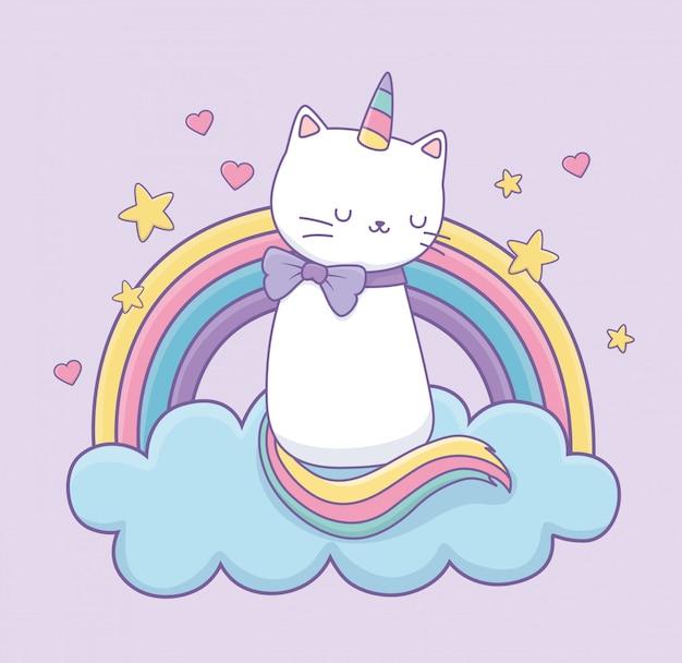 Gato bonito com cauda de arco-íris sobre o personagem de kawaii de nuvens