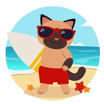 Gato feliz dos desenhos animados, segurando uma prancha de surf