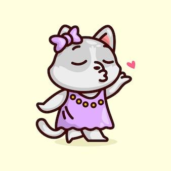 Gato fêmea cinzento bonito faz um beijo