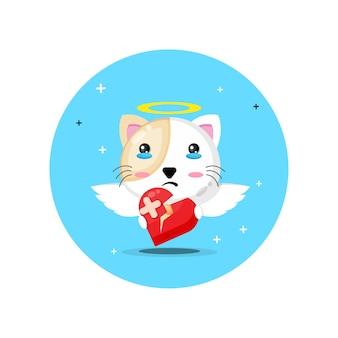Gato fofo anjo está triste segurando amor