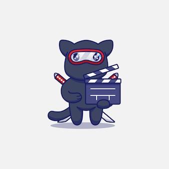 Gato ninja fofo carregando claquete