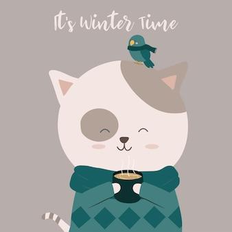 Gato tomando café e um pássaro empoleirado em sua cabeça