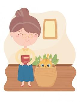 Gatos me fazem feliz, mulher idosa com comida e gato na cesta