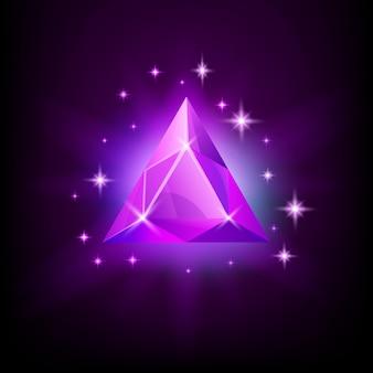 Gema triangular roxa brilhante com brilho mágico e estrelas em vetor de fundo escuro