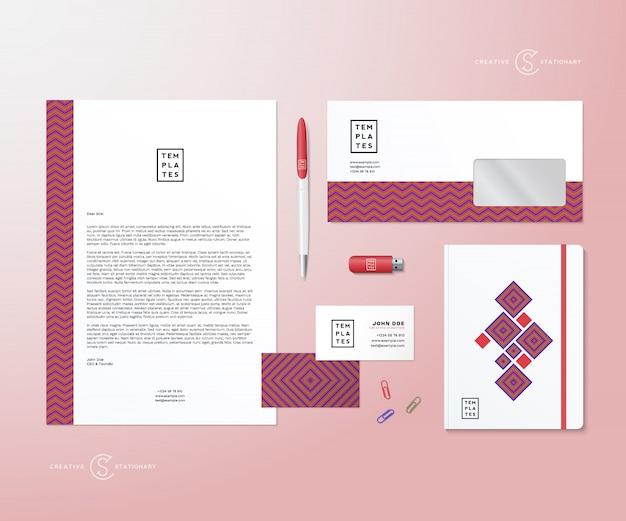 Geometria criativa rosa e azul realista conjunto estacionário com sombras suaves, boas como modelo ou mock up para identidade de negócios.