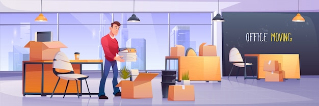 Gerente colocando documentos em caixas