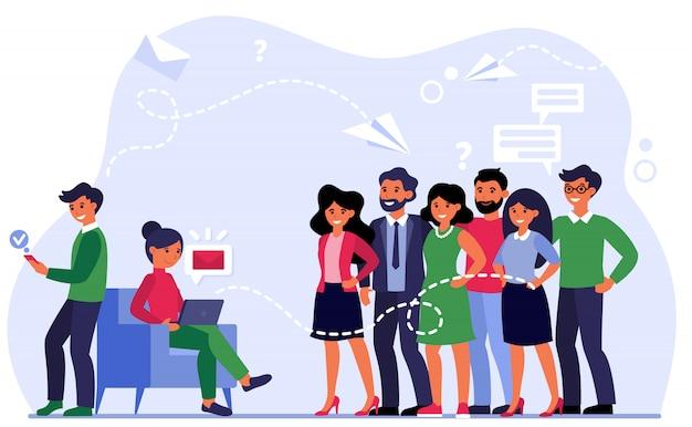 Gerente enviando e-mails para clientes satisfeitos