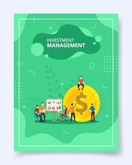 Gestão de investimentos reunindo-se sentados sobre dinheiro