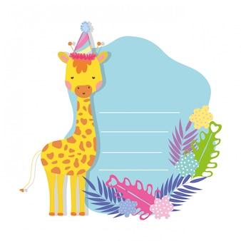 Girafa bonita e pequena com caráter de chapéu de festa