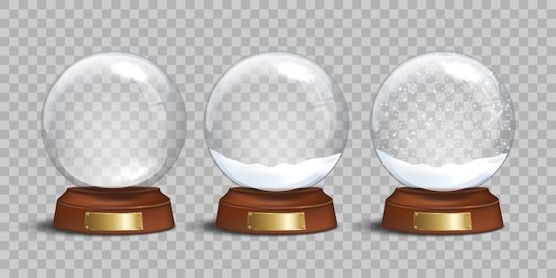 Globo de neve de vidro vazio e globos de neve com neve em fundo transparente.